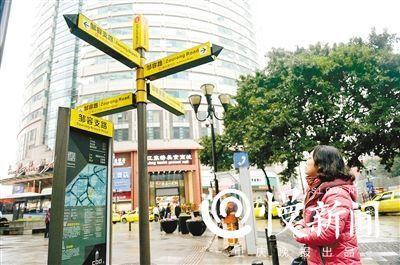 何小平来到当年的临江门2路车总站附近寻找线索