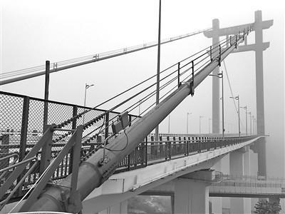 即将通车的寸滩长江大桥。重庆晨报记者 甘侠义 摄