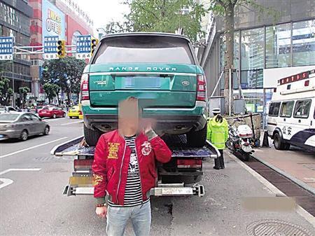 私自更改颜色的路虎车 江北警方供图