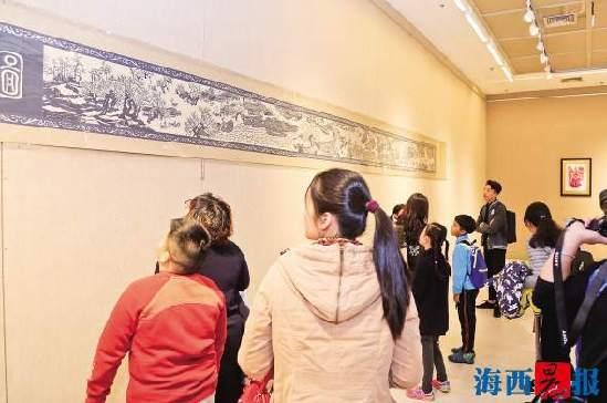 母亲王守萍和女儿安海燕坚守剪纸艺术,创作出一系列精彩作品并进行了展出。