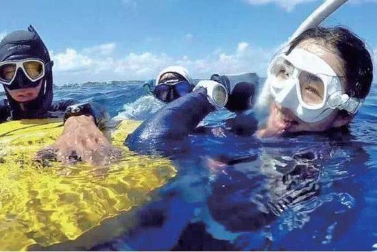 图为刘若虚在泰国潜水