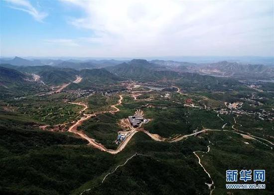 河北境内植被茂密的太行山。 新华社记者王晓摄