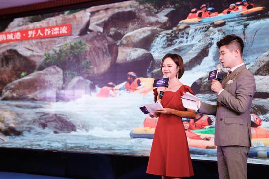 主持人推介广西边海国家旅游风景道