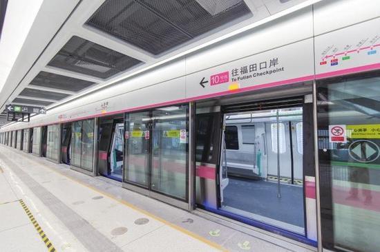 地铁10号线上李朗站站台。