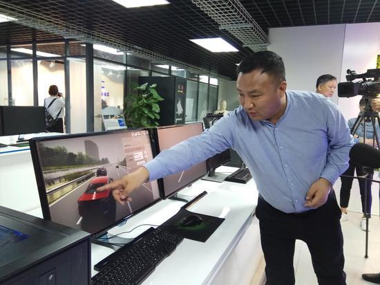 主办方向记者展示智能网联汽车信息安全实验室,它是国内唯一的汽车信息安全测试和评价的行业级重点实验室。