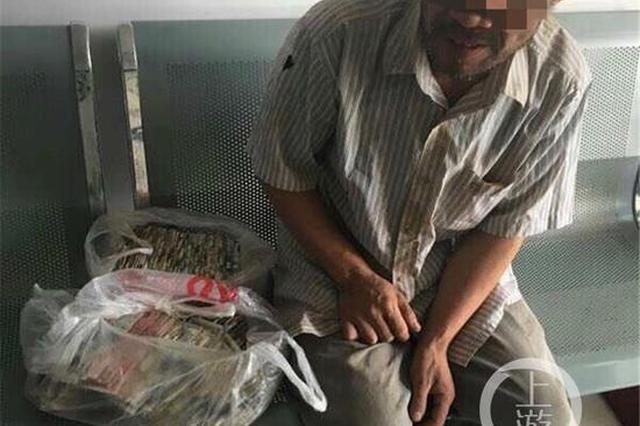 力哥打工10年积攒6万藏出租屋 民警帮他存到银行