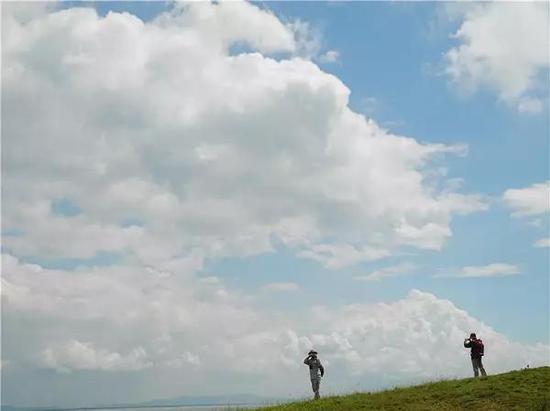 仙庵旗尾山远眺蓝天白云