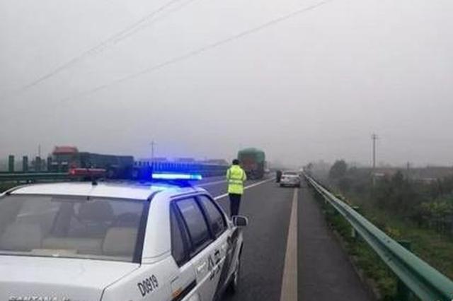 西安一乘客高速路上突发病 司机忙打110紧急救助