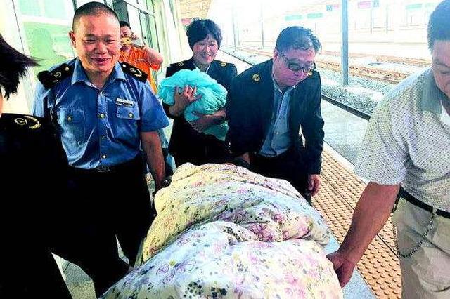 怀化孕妇火车站突然临产 民警及时伸援手保母子平安