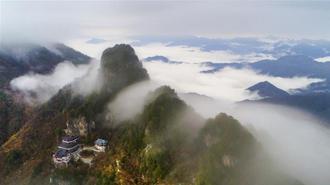 云雾缭绕南宫山 漫山层林尽染