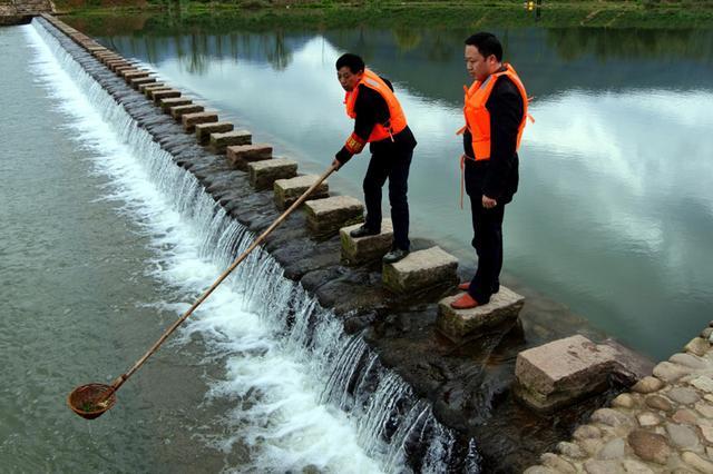 南宁:经开区55名河长来巡河 辖区水质明显改善