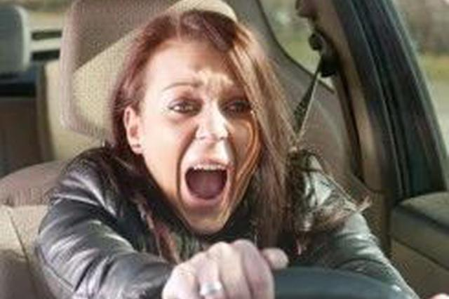 这些行为存安全隐患 9个开车要命的错误你做过吗