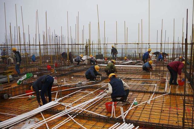 武汉一工地不装降噪设施扰民 城管责令其停工