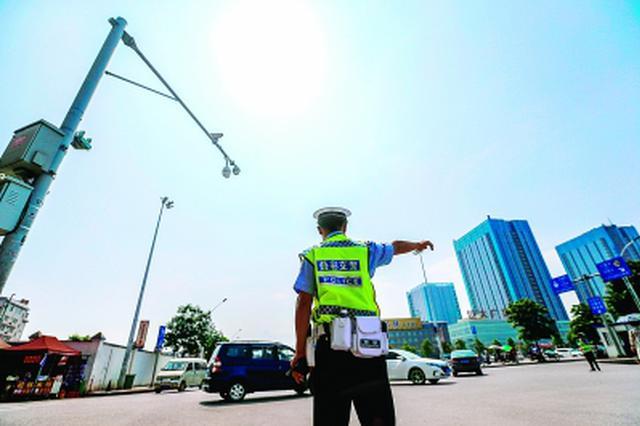 岳阳市城区新增6处道路监控设备抓拍交通违法行为