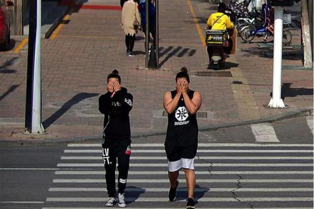 怕違章被拍 天津兩男子做出這種驚人舉動