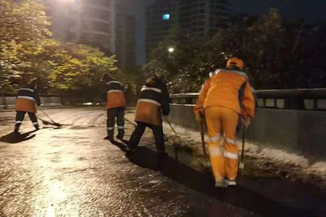 宁波除雪防冻每1小时公布报告 城管连夜清扫积雪