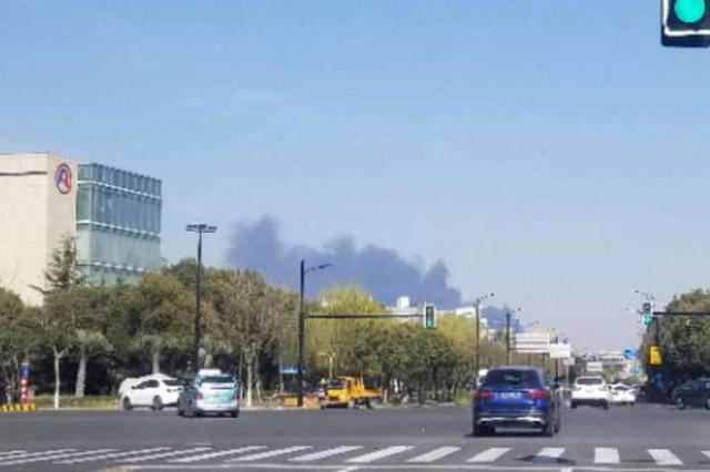 浦东一企业胶粘剂调配车间爆炸起火 1人大面积烧伤