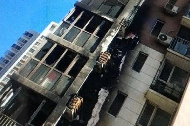 火把十几层楼都熏黑了消防车却进不来 小区居民怒了