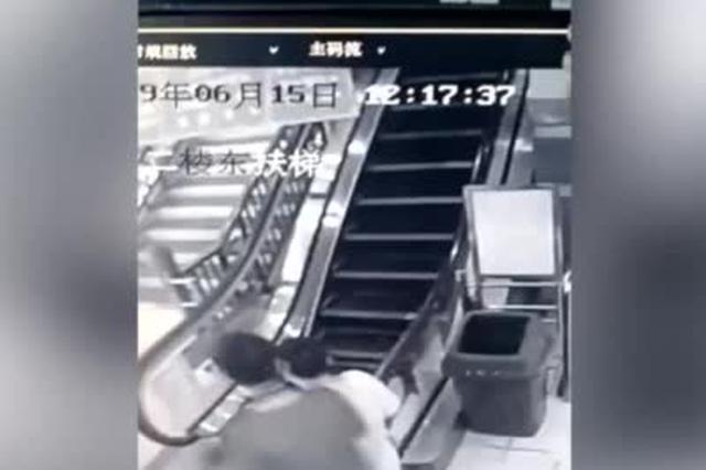 广西梧州一商场内扶梯断裂 两市民飞奔而出逃过一劫