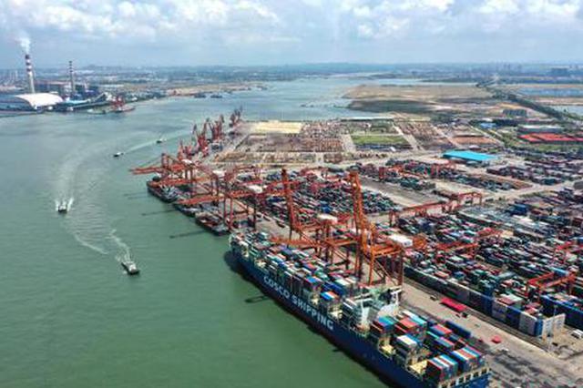 北部湾港首次通航10万吨级集装箱船 进入万标大船时代