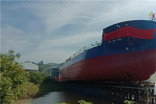 """西南最大!重庆""""涪陵造""""万吨级船舶顺利下水"""