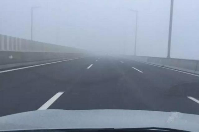重庆这些高速路受雨雾影响 能见度或不足1000米