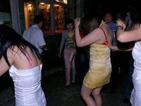 潮州市一发廊正在卖淫嫖娼