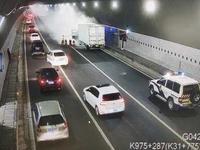 博深高速银瓶山隧道有货车自燃 所幸无人员伤亡情况