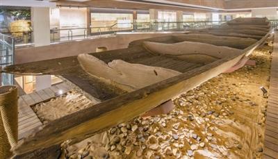2012年考古发掘出的反映元明时期漕运文化的张湾二号明代沉船首次正式展出。
