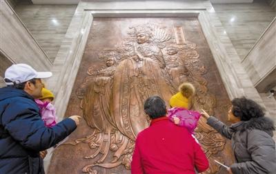 博物馆前厅增加了铜制妈祖像浮雕,高约6米。