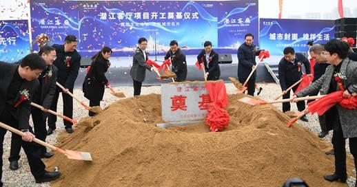 潜江市委布告吴祖云及其他领导、嘉宾为项目培土奠基