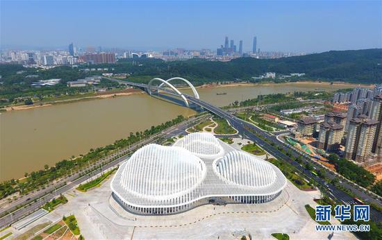 广西文化艺术中心(10月4日无人机拍摄)。新华社发 (韦秀玲 摄)