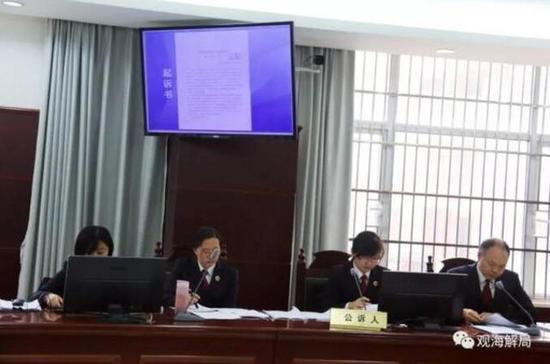 图为:胡祖斌案庭审现场