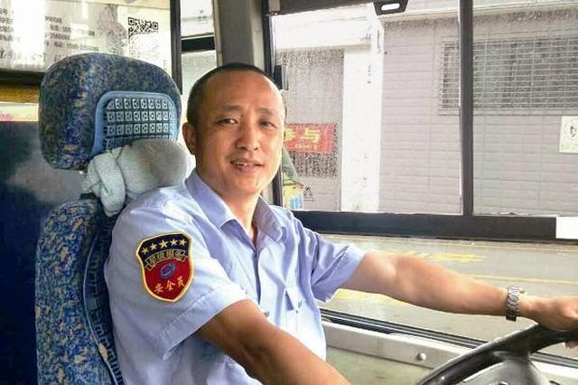 厦门:这个公交车司机做的好事数都数不清