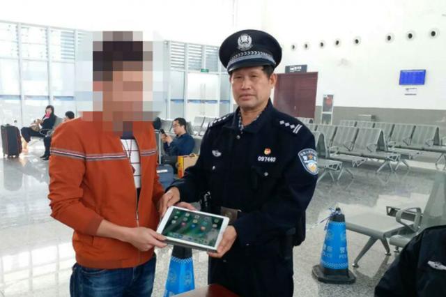 粗心旅客动车站内丢ipad 棋子湾民警迅速找回