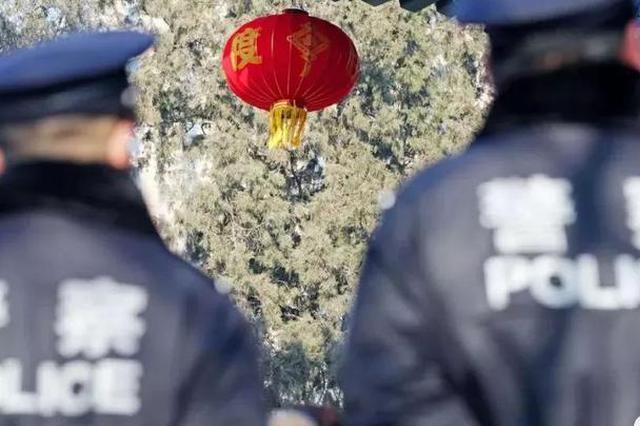"""春节假期中,那一抹最美的""""警色"""""""