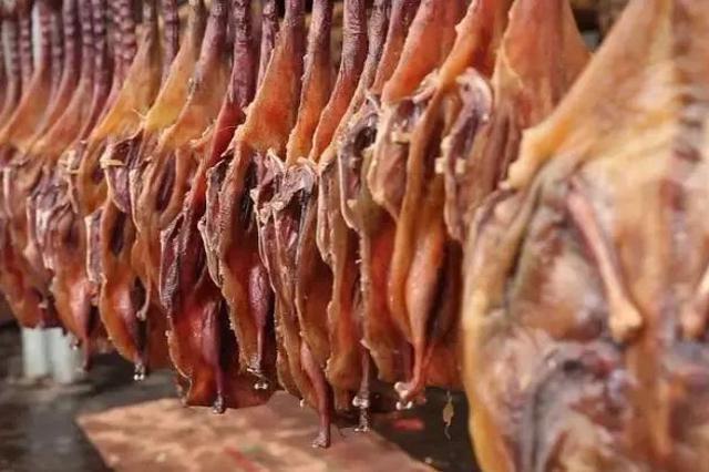 过年吃广西腊味 板鸭、腊肉怎么能少!还要喝牛肉汤