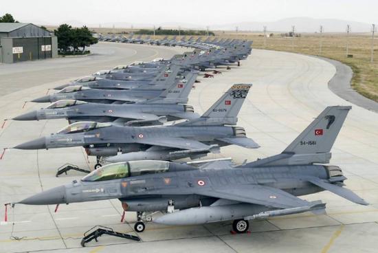 铁杆盟友送巴基斯坦2个中队战机 印度请求该大国克制