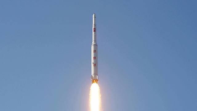 """朝鲜发射远程火箭称""""光明星4号""""卫星成功入轨"""