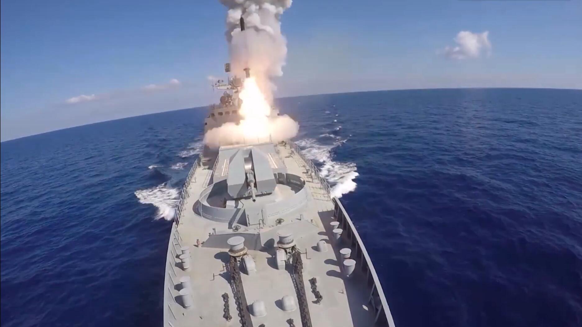 回击美军?俄军向叙利亚极端组织发射6枚导弹