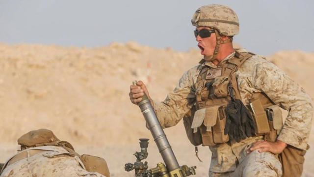 我军迫击炮都上车了!美军M224炮还得士兵手操