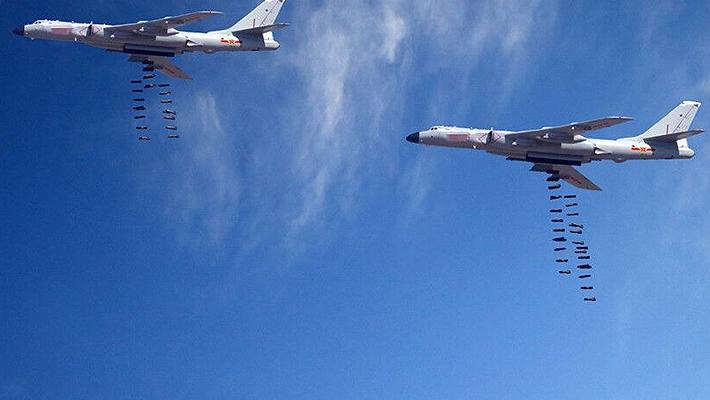 中国多型战机射弹瞬间:轰6K肚子够大一次投数十枚弹
