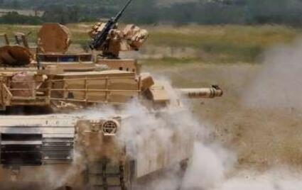 """M1A2坦克1枚炮弹比重达40斤 台军""""草莓兵""""能装几发"""