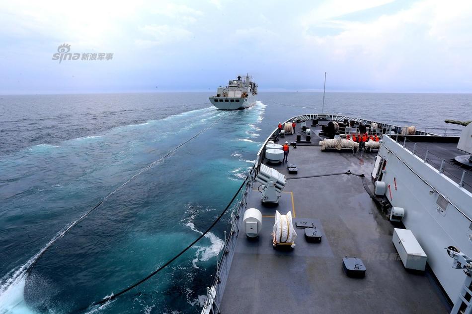 中国航母编队最后拼图齐了 首艘超级奶妈入役
