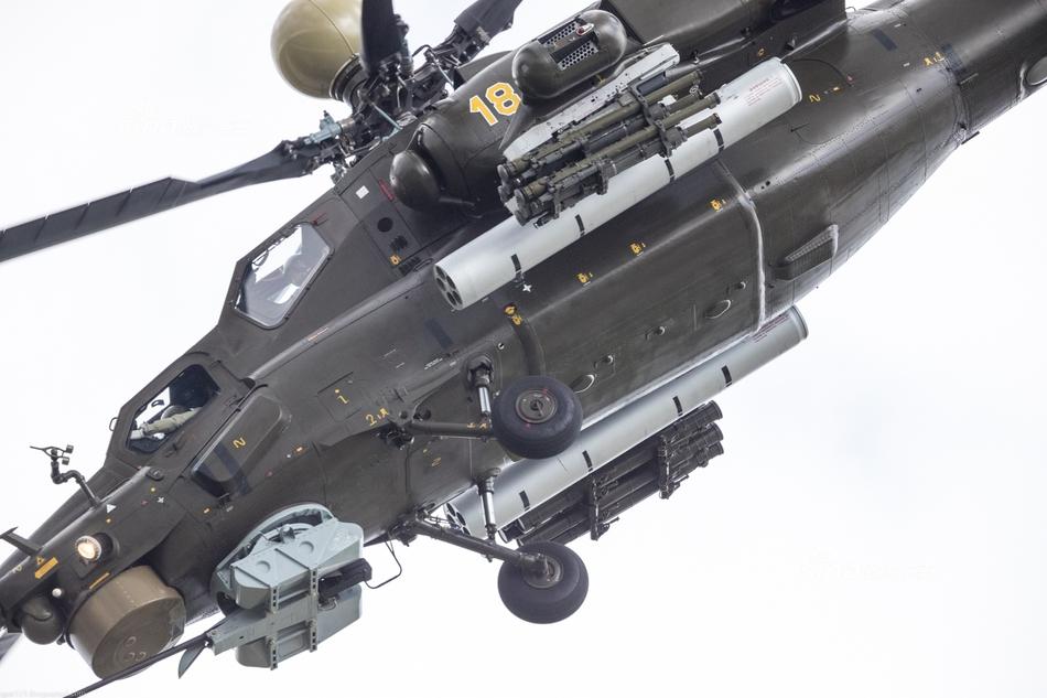 中国加油!俄航展上的米28武装直升机