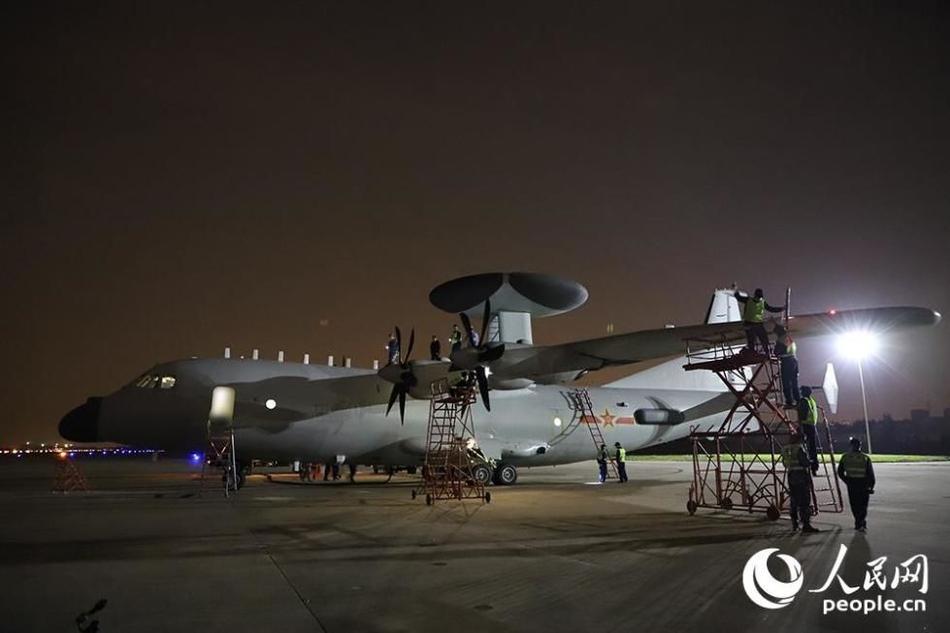 深夜出击!海军空警500与高新6联袂在东海演习