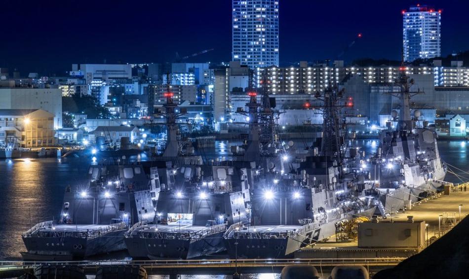 日本海上自卫队真正实力:横须贺港一角6艘军舰扎堆