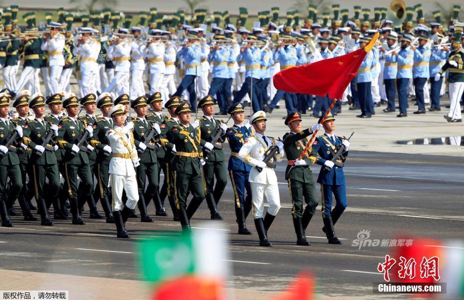解放军亮相巴基斯坦阅兵式!