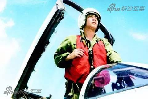 歼8战机碰撞,飞行员王伟跳伞下落不明.近10万人搜寻14个昼夜,