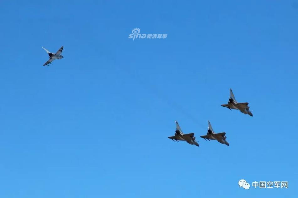 猛龙替您攻岁!人空军某部歼10和机旧年和备值班一直歇